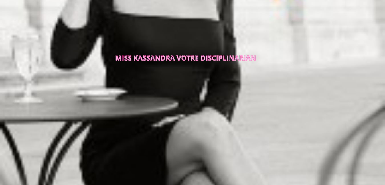 MISS KASSANDRA en terrasse noir et b